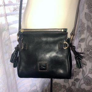 DOONEY & BOURKE FLORENTINE CROSSBODY SMELLS NEW